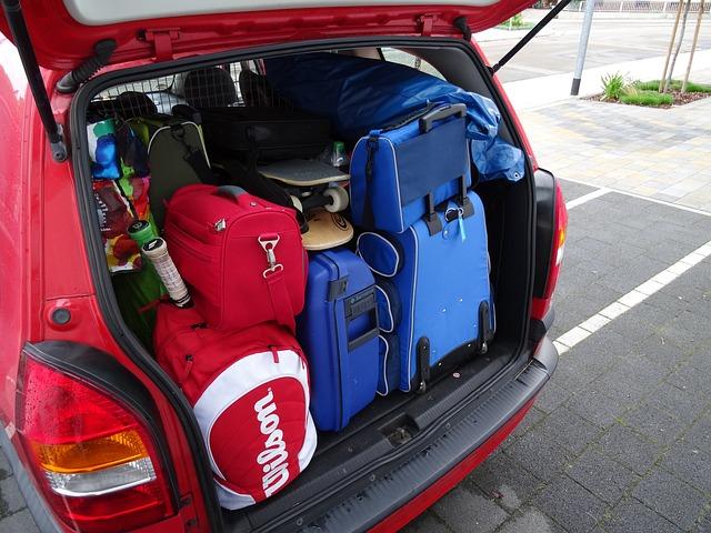 Jak zabezpieczyć bagaż w samochodzie