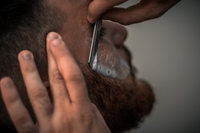 Jak się golić golarką elektryczną?